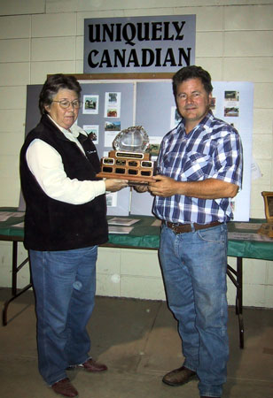 trophy-yearling-in-hand-randy-widmer